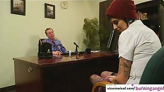 Tattooed trainer ecumenical Aayla Secura seduces her principal and gets fucked