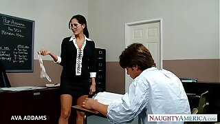 Trainer in glasses Ava Addams gets big titties fucked